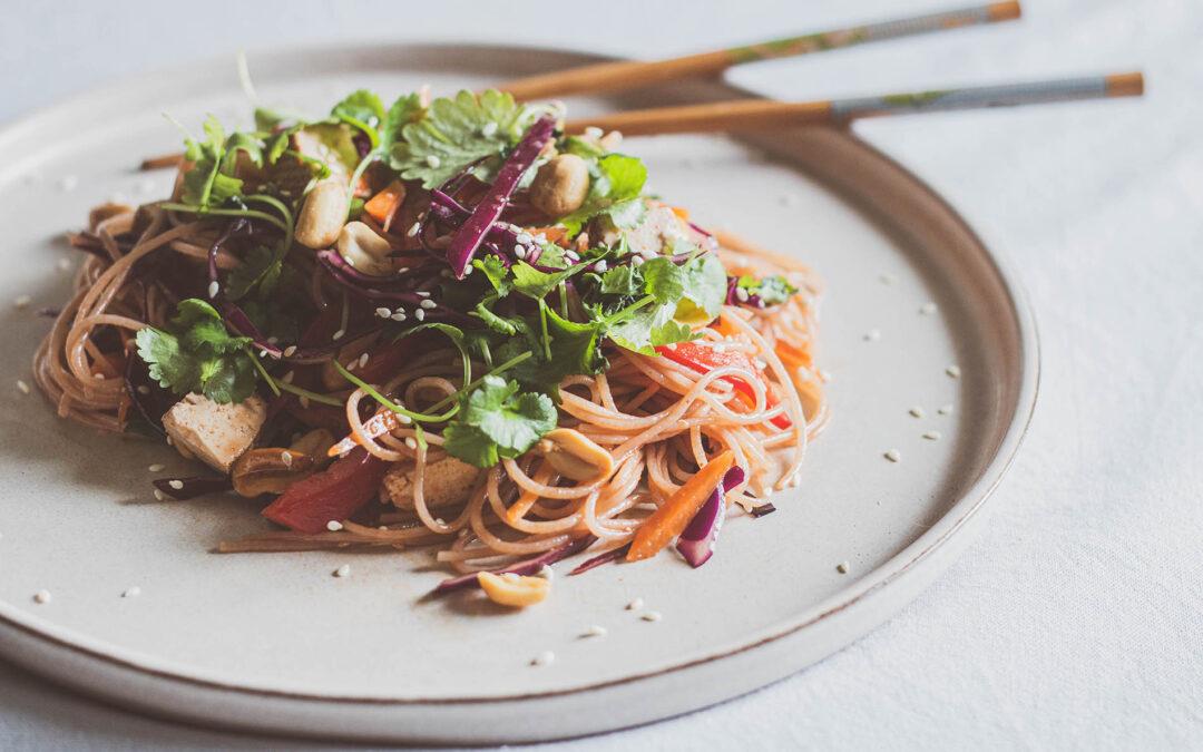 Sałatka z makaronu vermicelli  – szybki i prosty przepis