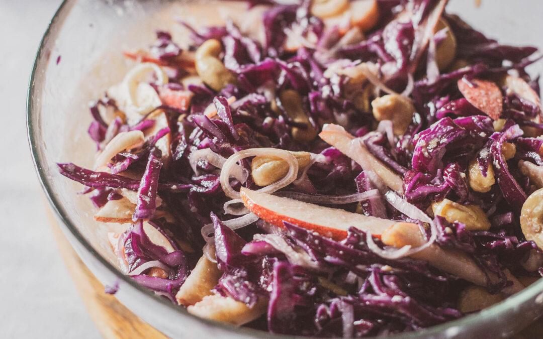Surówka z czerwonej kapusty – coleslaw
