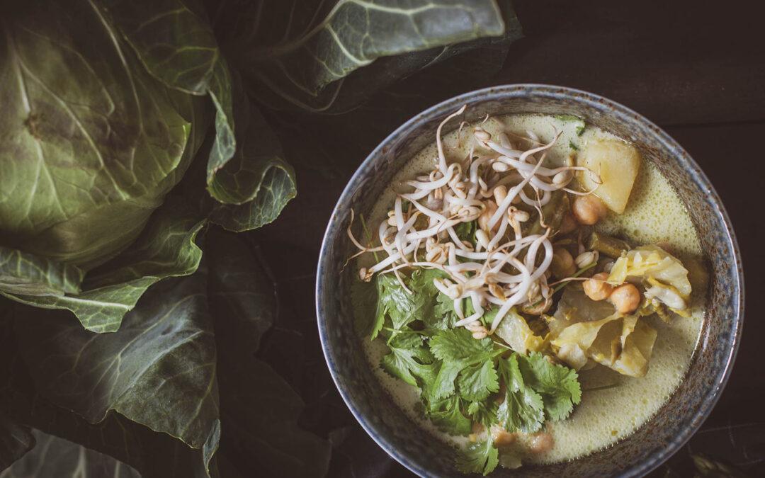 Zupa curry z sezonowych warzyw